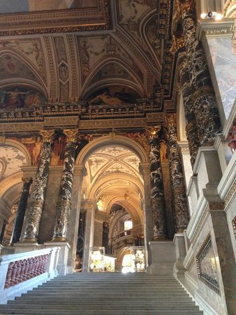 Kunsthistorisches Museum: One of the many grand halls
