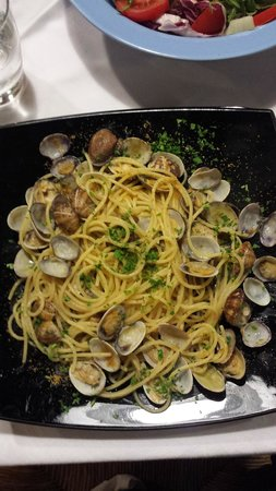 Hivaoa Porto Cervo: spaghetti with clams and 'bottarga'