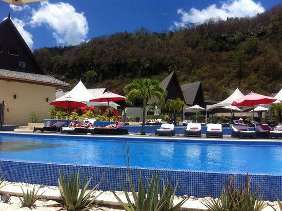 Buccament Bay Resort: The pool