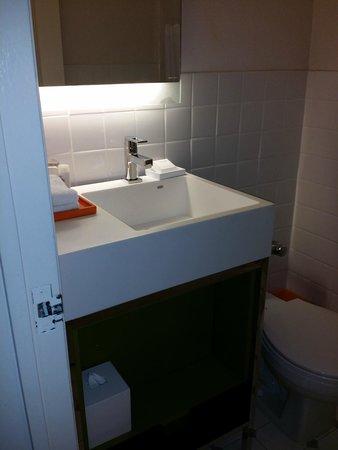 Manhattan NYC–an Affinia hotel: smaller bathroom with shower