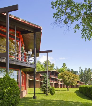 Lake House: Exterior