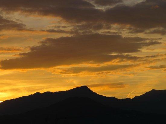 BEST WESTERN Grand Hotel Guinigi: Sunset from bedroom balcony