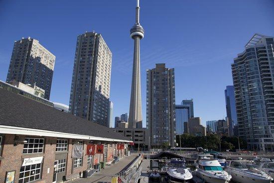 Radisson Admiral Toronto Harbourfront: Direkt an der Harbourfront liegt das Hotel in zentraler Lage