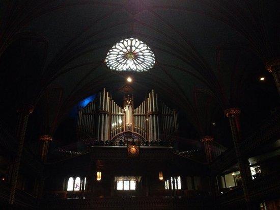 Basilique Notre-Dame de Montréal : Huge organ system