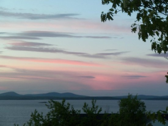 The Bayview : Beautiful Sunset on Frenchman's Bay