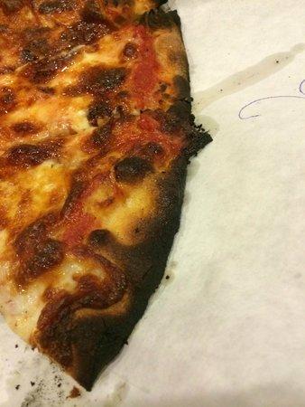 Frank Pepe Pizzeria Napoletana : Burnt pizza crust