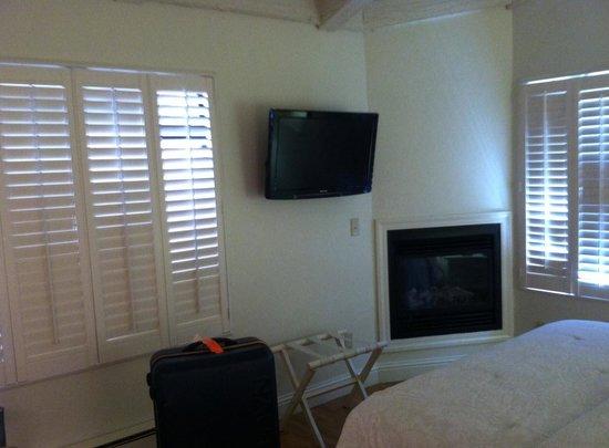 Lobos Lodge : Fireplace