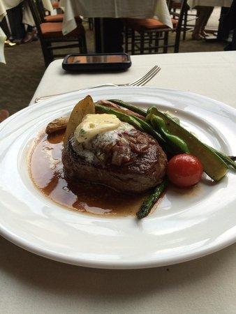 Moraine Lake Lodge : Beef tenderloin entree