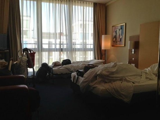 H+ Hotel Berlin Mitte : disabled bedroom