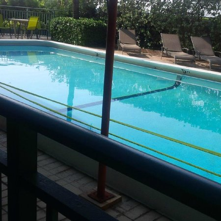 Seabonay Beach Resort : Safety tape on 1/4 of pool