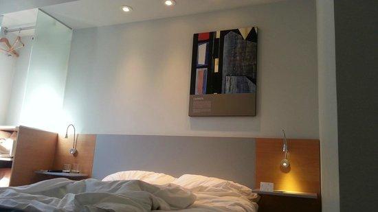 Orpheo Express Hotel: Dormitorio pequeño pero cómodo, prolijo y limpio