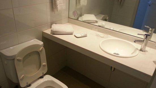 Orpheo Express Hotel: Baño limpio y cuidado