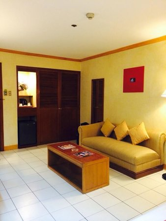 The Executive Plaza Hotel Manila: Living Room  with Minibar