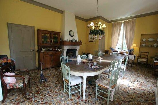Chateau de Bessey-Les-Citeaux: Loved the big kitchen!