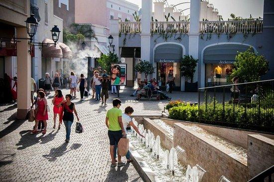 cheap for discount 16692 e358a Pomeriggio di saldi estivi gal Sicilia Outlet Village - Foto ...