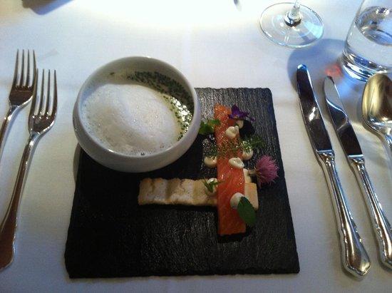 Historic Hotel Chesa Salis : Vorspeise Kräutersuppe mit Lachs
