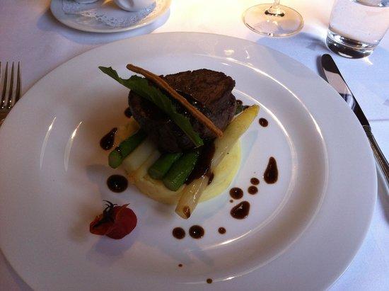 Historic Hotel Chesa Salis : Hauptspeise Filet auf Spargel und Kartoffelstock