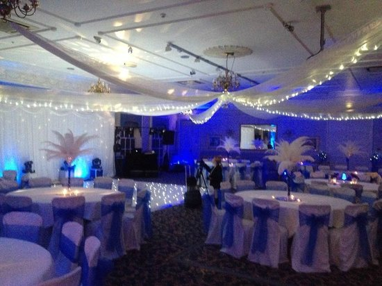 Statham Lodge Country House Hotel: Gainsborough suite set up for the evening