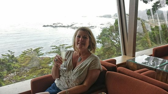 Hyatt Carmel Highlands: Complimentary champagne while waiting for your room to be ready