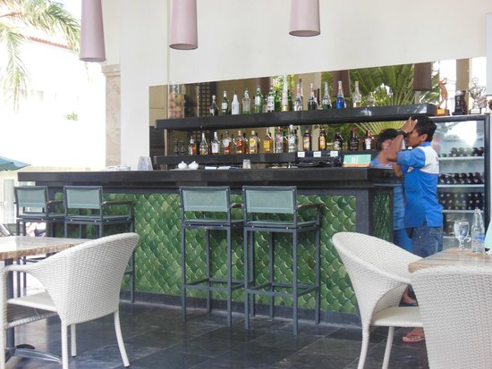 Bali Court Hotel and Apartments: bar