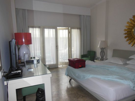 Bali Court Hotel and Apartments: our room