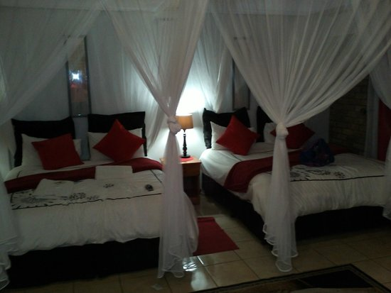 Airport Game Lodge: The 'Deluxe' Room.