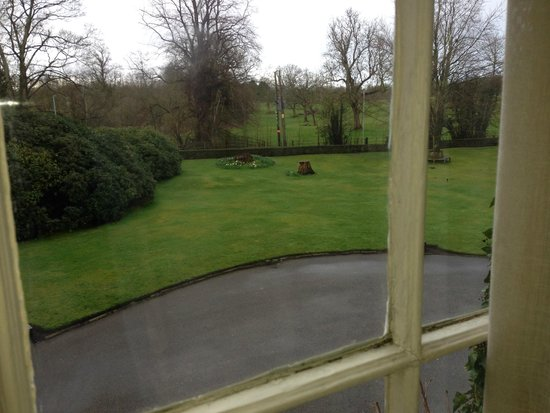 Statham Lodge Country House Hotel: Grounds at the front of the hotel