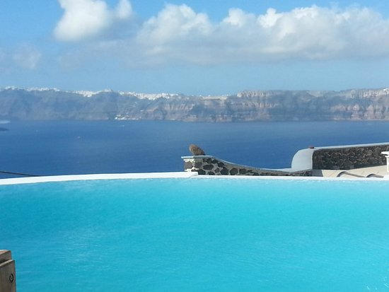 Apanemo : Relax by the pool...incredible caldera view