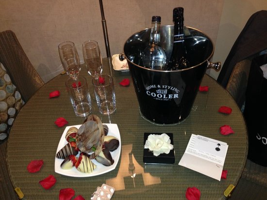 Statham Lodge Country House Hotel: Bridal suite Goodies