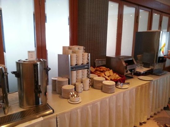 Hotel Petka: Breakfast