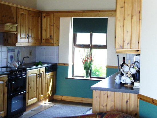 Creevy Holiday Cottages : The Moor Kitchen