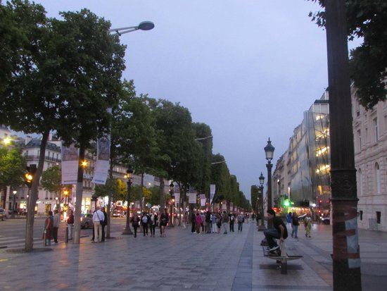 Champs-Élysées : Vista a  noite