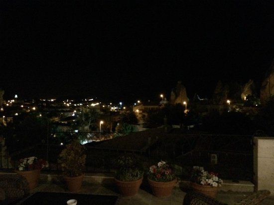 Cappadocia Cave Suites: Night view