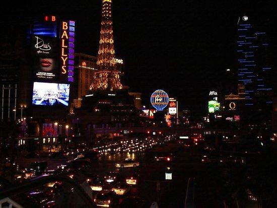 Bally's Las Vegas : vegas at night