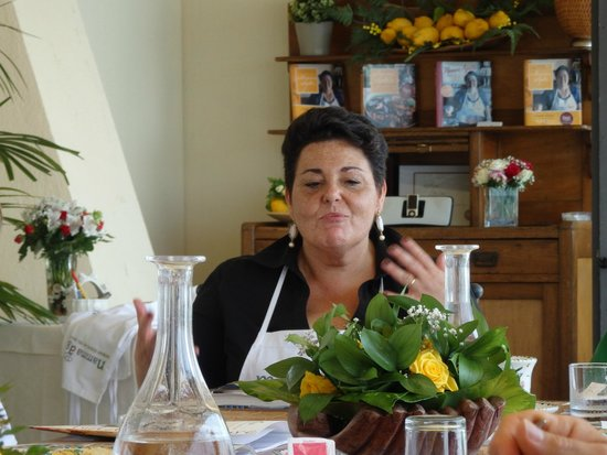 Mamma Agata - Cooking Class : Demonstrating