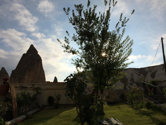 Cappadocia Cave Suites: Garden view