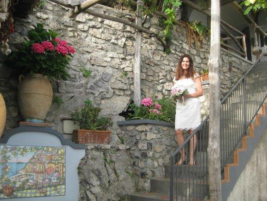 B&B Le Ghiande: steps on garden terrace