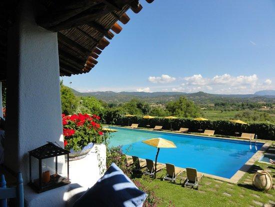 Su Gologone: la piscine vue de la terrasse (restaurant)