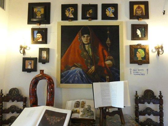 Su Gologone: oeuvres dans la salle buffets