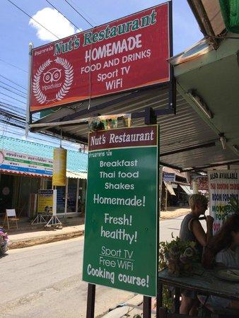 Nut's Restaurant: Signboard
