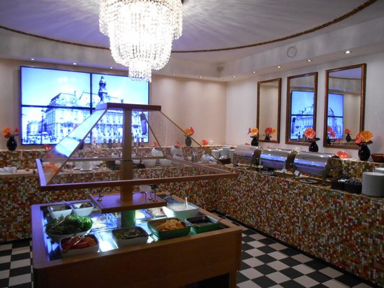 Hotel Seurahuone Helsinki: 朝食のレストラン