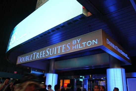 Hilton Times Square: Entrance