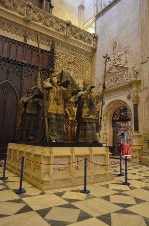 Catedral de Sevilla: Túmulo de Cristóvão Colombo