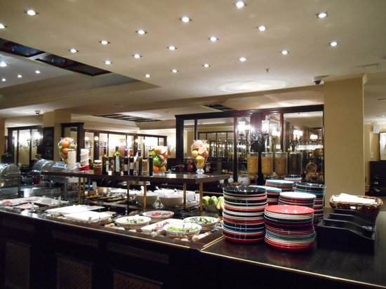 Solo Sokos Hotel Vasilievsky: 朝食のレストラン 食器はすべてイッタラ