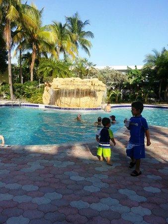 Holiday Inn Key Largo: Waterfall Pool