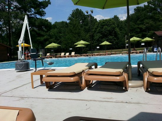 Kings Dominion Camp Wilderness Campground: Nice pool...with lifeguard.