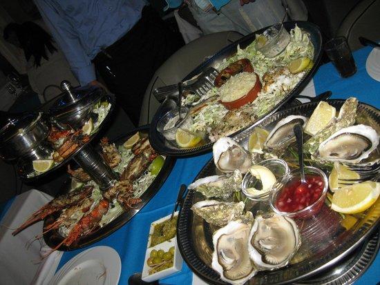 Le Flore : Ужин - устрицы, лобстеры, креветки, мидии, рыбное ассорти