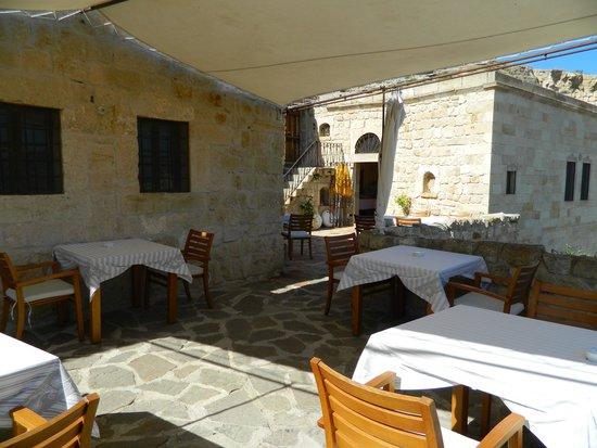 Esbelli Evi Cave Hotel: breakfast area
