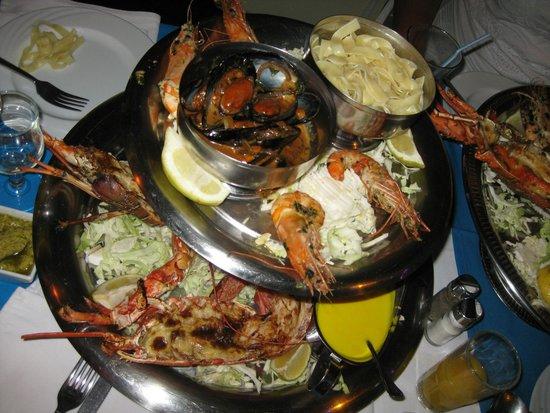 Le Flore : Двухэтажная тарелка: лобстеры, мидии, креветки, макарошки...