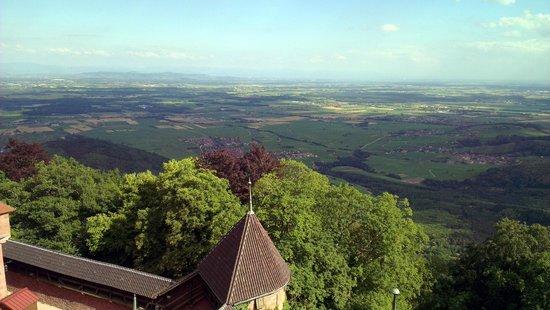 Chateau du Haut-Koenigsbourg: Vue du château, en direction de l'Allemagne